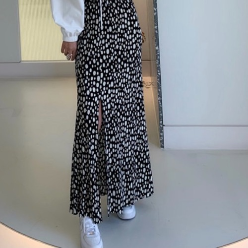 Dot pleate long skirt (white/ black)