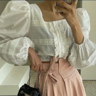 Lace puff crop blouse (white/ black)